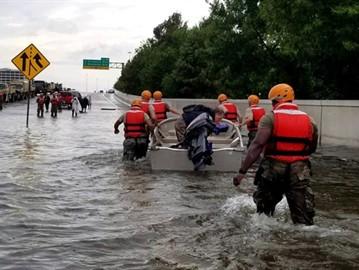 الصحافة الأمريكية تشيد بالمسلمين ومساجدهم خلال إعصار هارفي