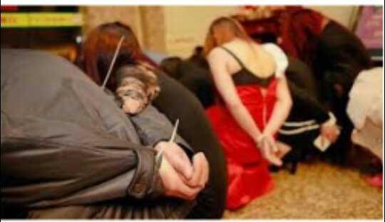 مصر : القبض على 3 سيدات يُدرن شقة دعارة